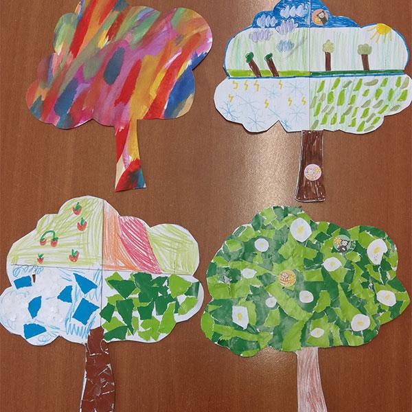 Bild mit vier gemalten Bäumen